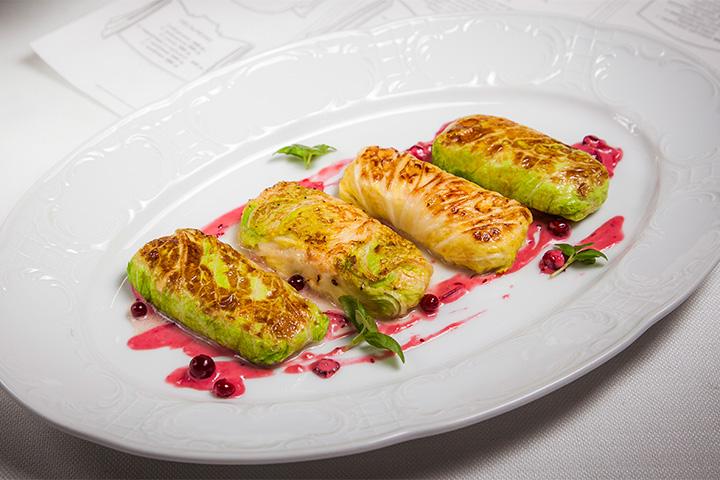 Ресторан Раппопорта «Dr. Живаго» дешевле «Пушкина» и тоже подходит для иностранцев. Голубцы с раковыми шейками, 560 р.
