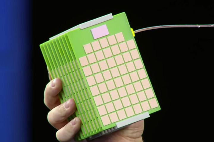 Это коробочка с мемристорами, прообраз «Машины»