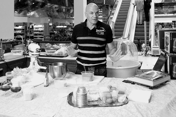 Теперь Клебанов дает вот такие мастер-классы — рассказывает, как готовить, скажем, низкоуглеводные маффины