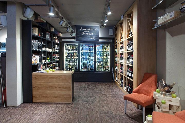 Закрылось много винотек, но появилось масса винных баров. Например, Wine Religion