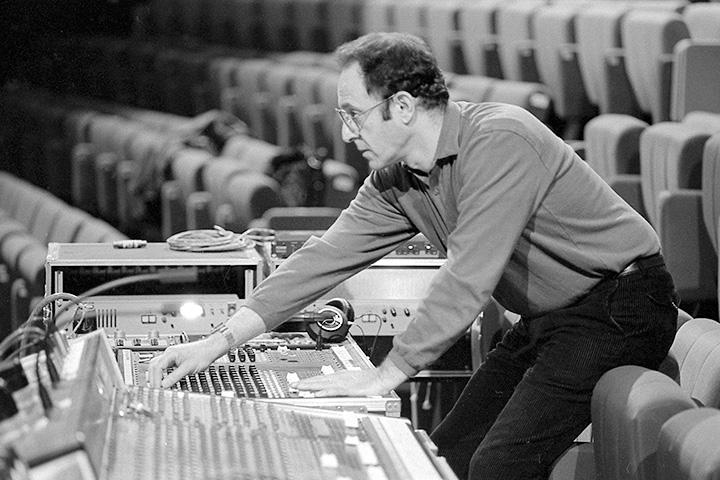 Стив Райх репетирует с Ensemble Intercontemporain в 1986 году во французском Нантерре
