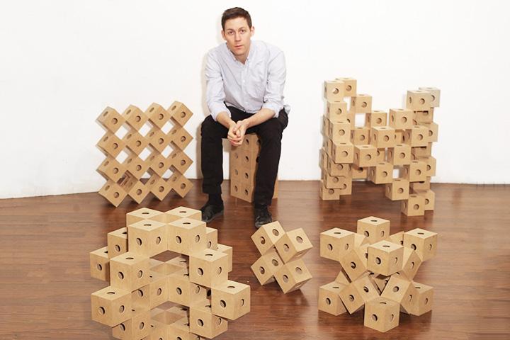 «Ghostcubes» Эрика Оберга устроены очень просто — как детский конструктор, но из них можно делать фигуры невероятной сложности и красоты, причем, в отличие от конструктора, одним движением