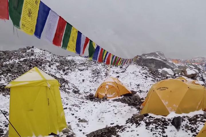 Шокирующее видео с лавиной на Эвересте