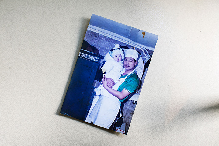 Повариха Занг — потомственный кулинар. На фотографии в детстве с папой — важным человеком на вьетнамском рынке