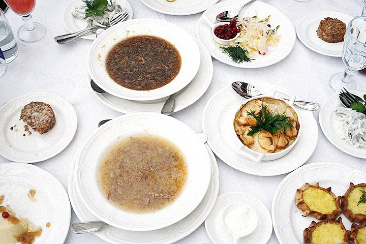 Обсуждение новой русской кухни, которое журнал «Афиша» организовал в начале лета, обернулось нешуточным скандалом: никому ничего не понравилось
