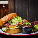 Ресторан Hardy Pub - фотография 3 - Бургер