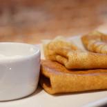 Ресторан ЦДК - фотография 2 - Классические тонкие блины с фермерской сметаной