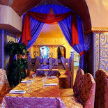 Ресторан Мархаба - фотография 6 - Большой зал с видом на барную стойку