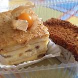 Ресторан Ватрушка - фотография 3 - Еще пара пирожных, который тоже забрал с собой. Название не помню, но вкусно.