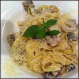 Ресторан Osteria italiana - фотография 1 -    Паста с курицей и грибами