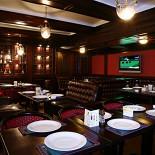 Ресторан Свинья и свисток - фотография 2 - Английский зал