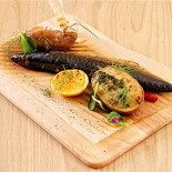 Ресторан Грибоедов - фотография 5 - Скумбрия собственного копчения с пряным картофелем