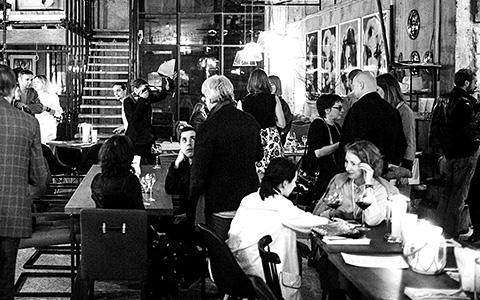 Биточки по-московски: почему в кризис в ресторанах нет мест