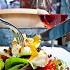 Ресторан Fat Cat - фотография 21 - карри-салат с копченой индейкой, яйцом пашот и томатами конфи