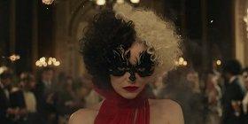 Посмотрите тизер-трейлер фильма «Круэлла» о легендарной злодейке в исполнении Эммы Стоун