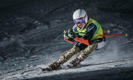 высококлассных склонов, где ребенка научат справляться с доской и горными лыжами.