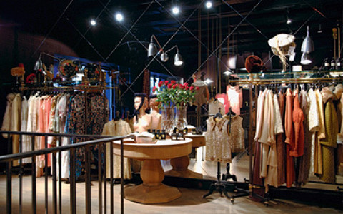 Платья, смокинги и украшения от 15000 до 650000 рублей
