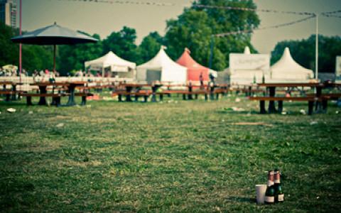 Музыкальный фестиваль с бассейном и палаточным городком на «Красном Октябре»