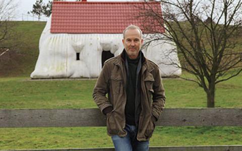 Чем знаменит австрийский скульптор Эрвин Вурм и как его понимать