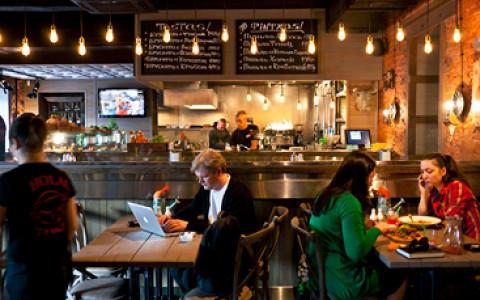 Гастропаб «Крылышко или ножка», тапас-бар El Basco Tapas Bar, лапшичная «Вок-стрит», странные хот-доги в «Фани Кабани» и другие