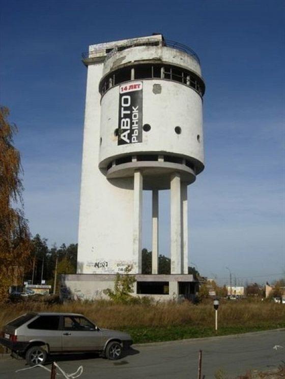 Белая башня (водонапорная башня на Уралмаше)