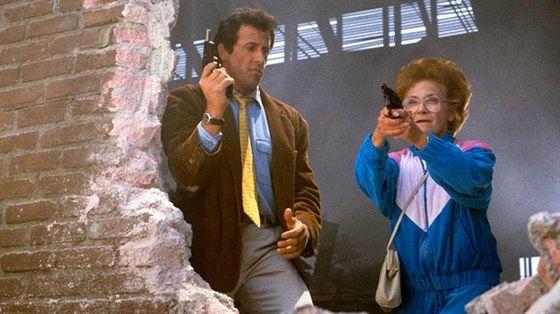 Стой! А то мама будет стрелять (Stop! Or My Mom Will Shoot)