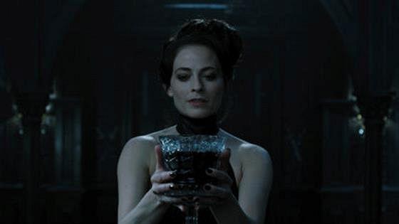 Лара Пульвер (Lara Pulver)