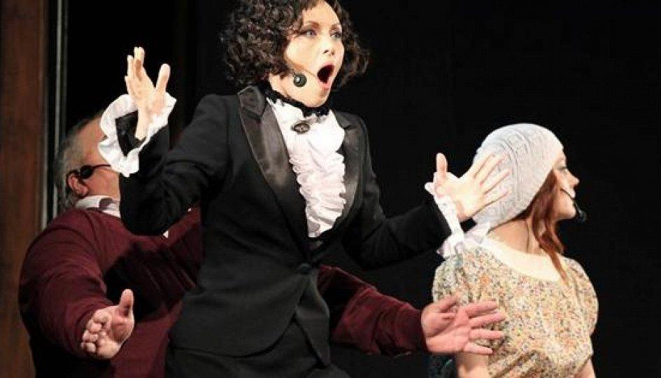 Театр: Я — Она