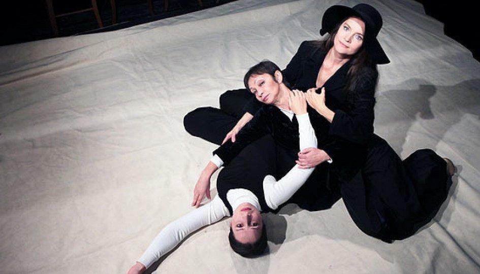 Театр: Соната для троих