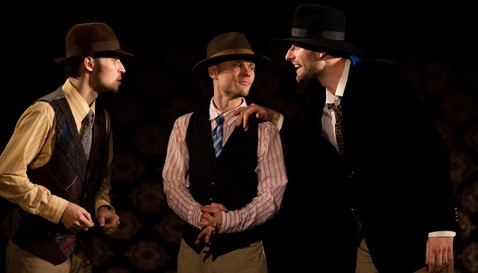 Театр: Подходцев и двое других