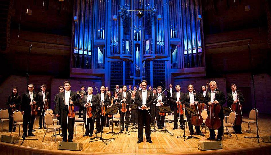 Концерты: Венский филармонический Штраус оркестр . Дирижер Андраш Дэак