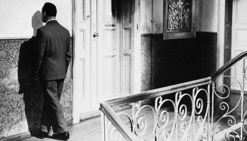 Кино: «Человек проходит сквозь стену»