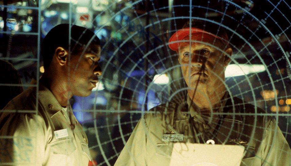 Кино: «Багровый прилив»