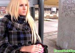 A butiful girl tries outdoor xxx
