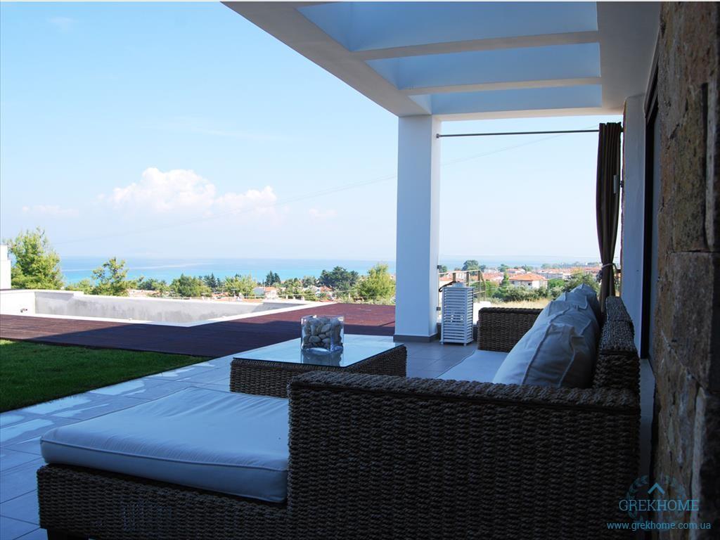 Недвижимость в остров Кассандра у моря недорого в рублях
