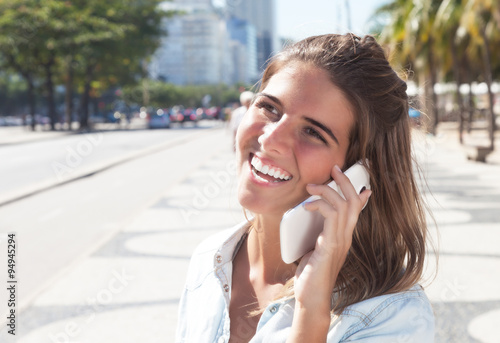 Frau flirtet mit frau