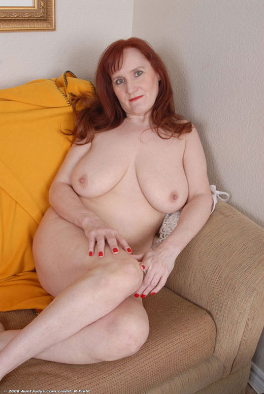 Amateur home photo of mature women