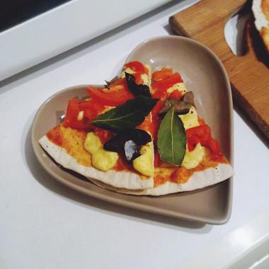 Рецепт Пицца набездрожжевом тесте сбелыми маринованными грибами игаудой