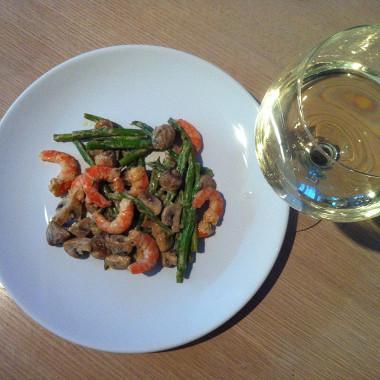 Рецепт Креветки соспаржей игрибами всливочном соусе