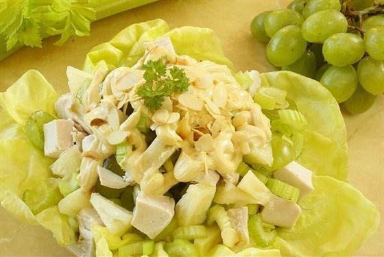 Салат из куриного филе с сельдереем