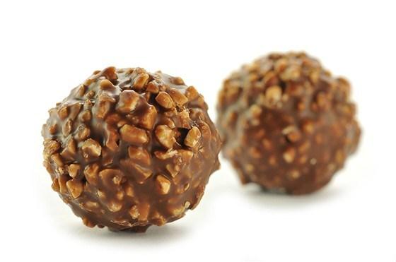 Шоколадные трюфели с бальзамическим уксусом и соленым арахисом