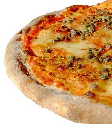 Пицца с домашним сыром и каперсами