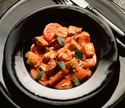 Рагу из свинины с сельдерем, морковью, мадерой и пряностями
