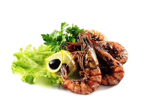 Карамелизированные креветки с имбирем, чесноком и чили