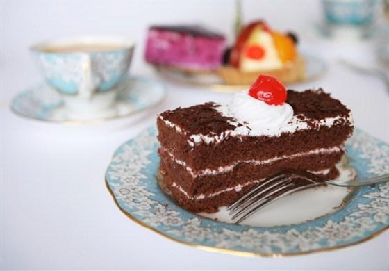 Шоколадно-малиновые замороженные пирожные