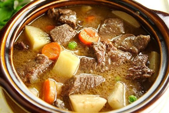 Фото к рецепту: Тушеная говядина с овощами
