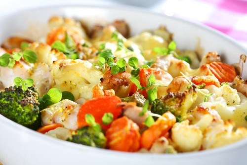 Ароматный овощной гратен в сливочном соусе