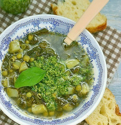 Овощной суп с песто из щавеля