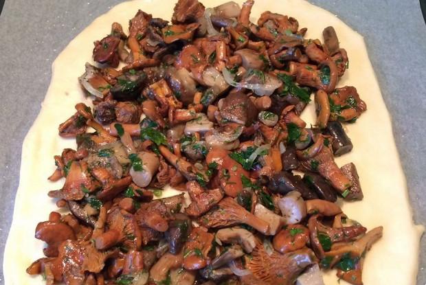 Ароматный пирог с грибами