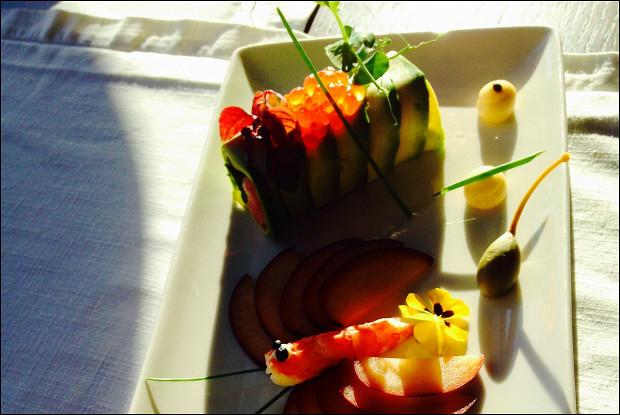 Тартар из тунца в авокадо